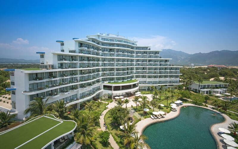 Tòa nhà 10 tầng của Riviera Resort Cam Ranh