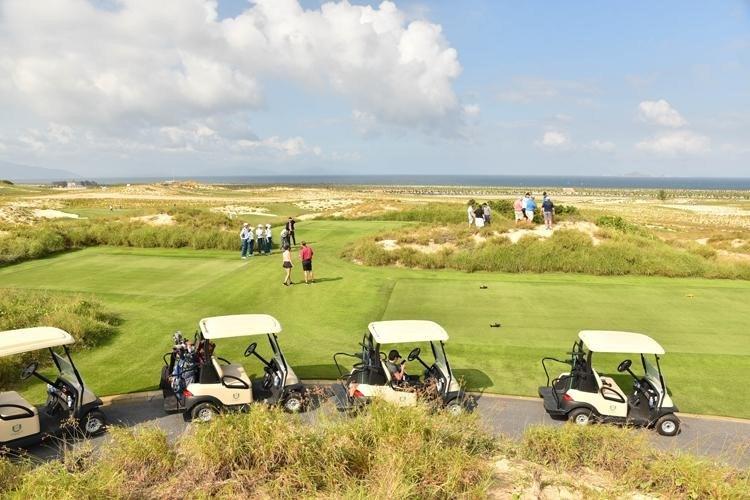xe di chuyển tại KN Golf Links
