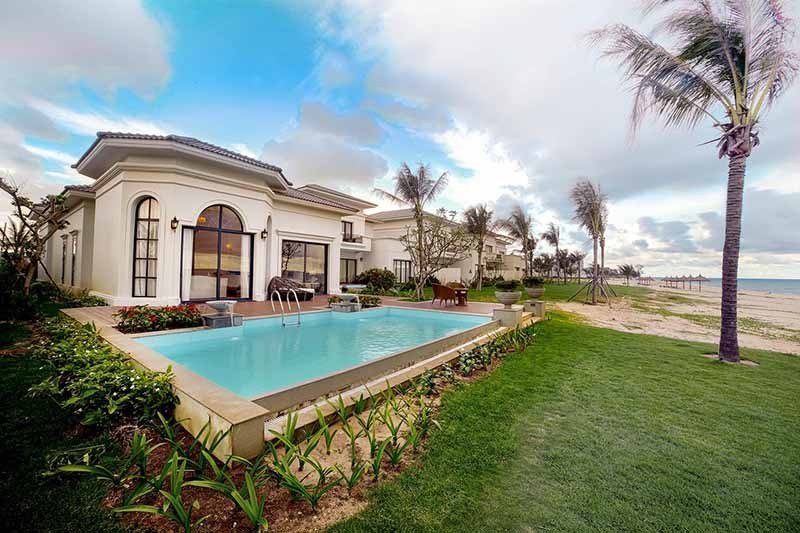 hồ bơi riêng tại biệt thự Vinpearl Cam Ranh