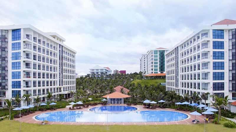 Hồ bơi lớn tại Golden Peak Resort Spa Cam Ranh