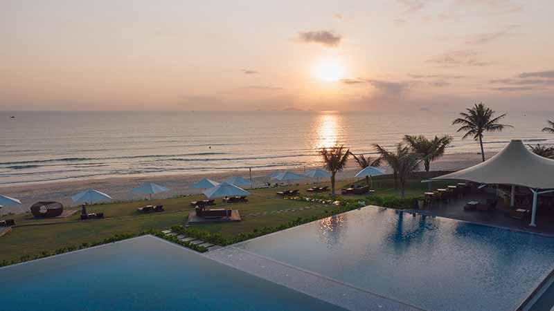 Hồ Bơi Lớn Hướng Biển Của Fussion Resort Cam Ranh