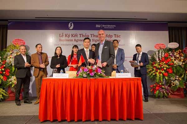 Lễ Ký Kết Hợp Tác Giữa Cty Đầu Tư Du Lịch Hồng Ngọc Việt Và Best Western Hotels & Resort