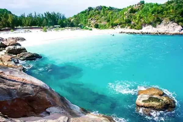 Bãi Cây Me Bình Hưng - Bãi biển Cam Ranh