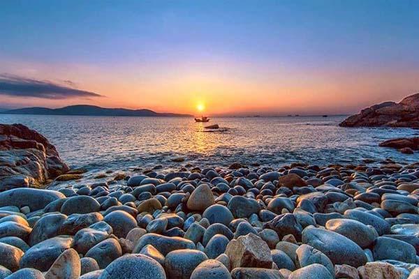 Bãi Đá Trứng Bình Hưng - Bãi Biển Cam Ranh