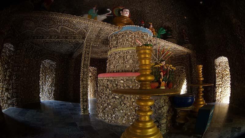 bên trong chùa Từ Vân Cam Ranh
