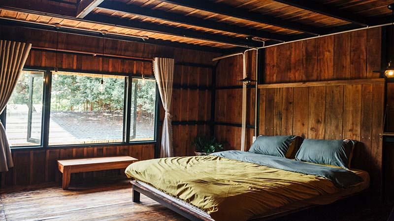phòng ngủ nhà sàn view biển Đảo Hoa Vàng Villa